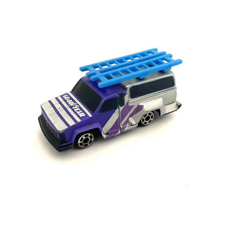Connectables: Micro - GoodYear Truck